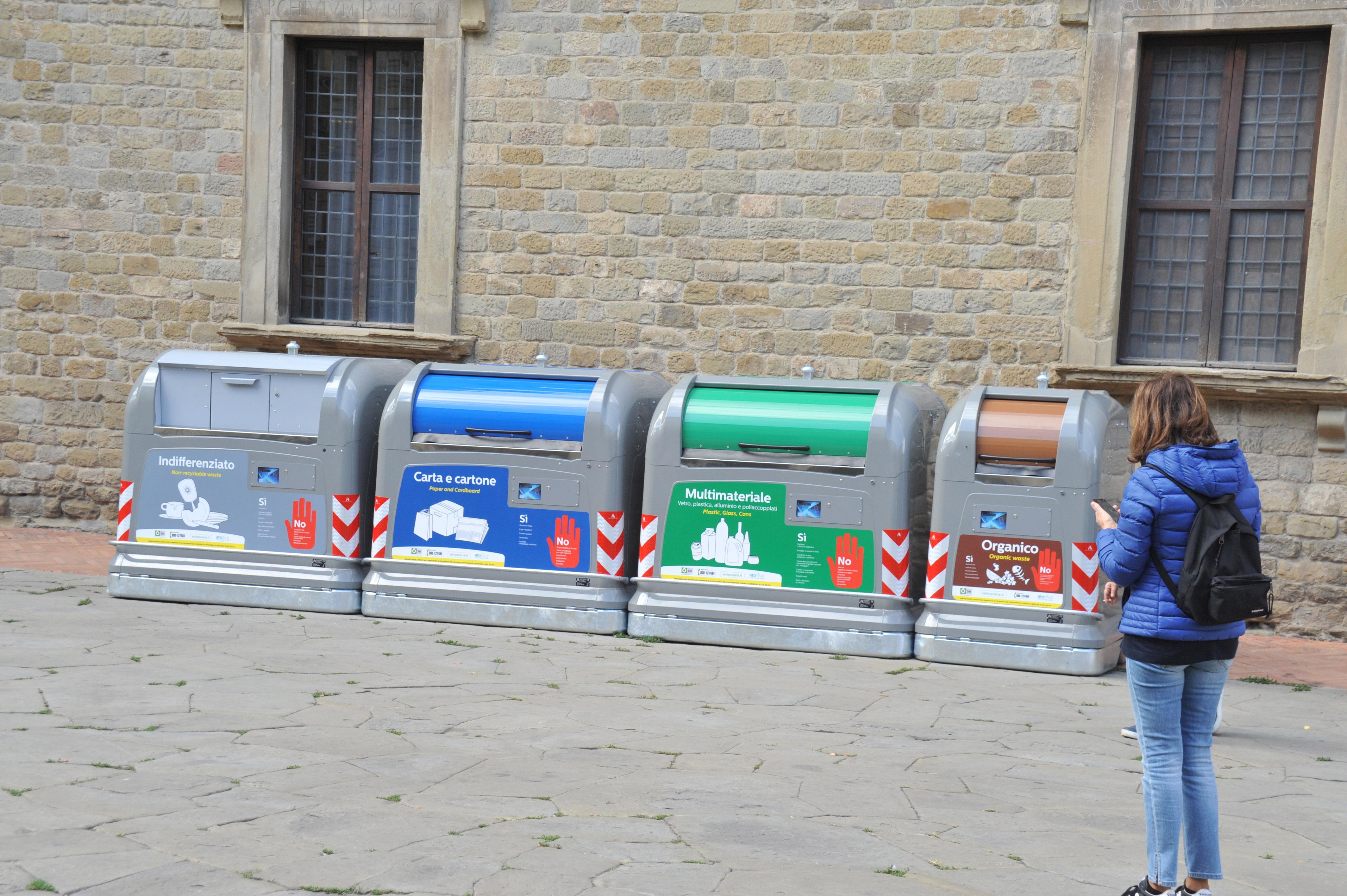 Box Per Bidoni Spazzatura 4 cassonetti di colore diverso per una rivoluzione del