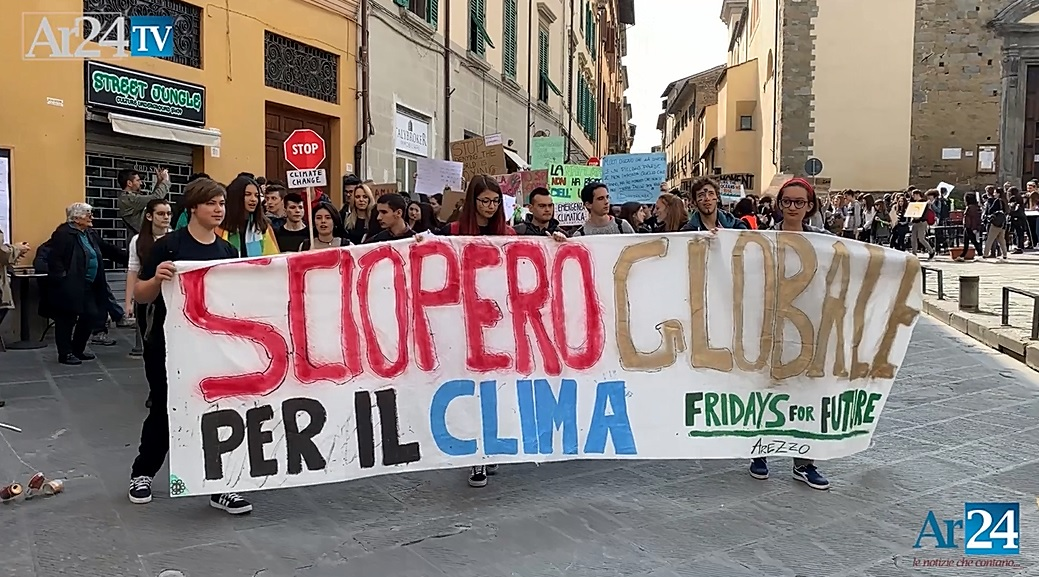 Fridays for Future, ad Arezzo giovani ancora in piazza. Una delegazione  ricevuta da Ghinelli Ar24Tv :: Ambiente | Arezzo24