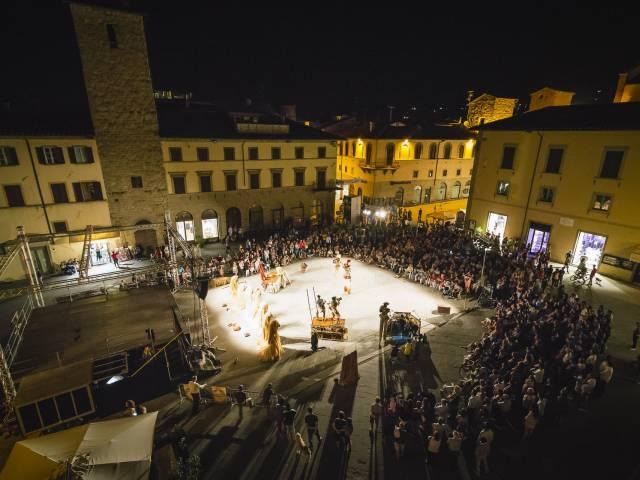 1920px-Foto_piazza_festival_2016_Venti_Kilowatt (1).jpg