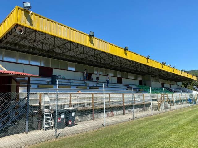 tribuna-stadio-comunale-capolona.JPG