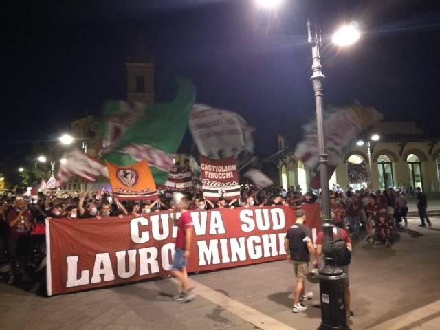 protesta tifosi Arezzo_1.jpg