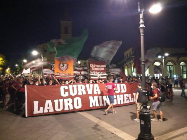 protesta tifosi Arezzo_4.jpg
