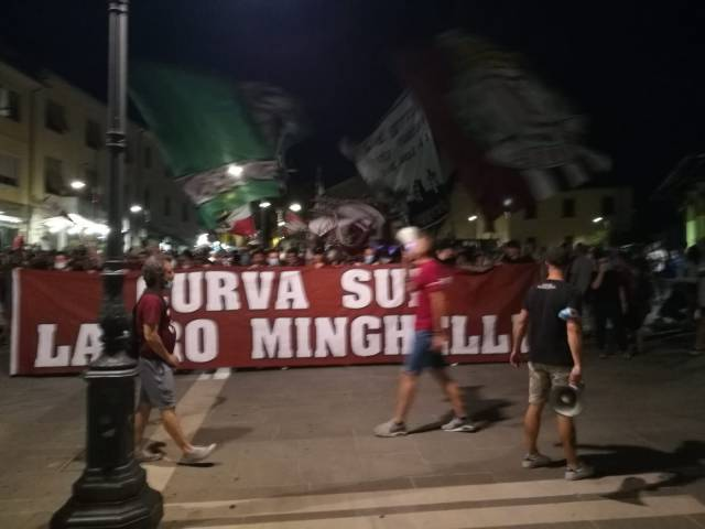 protesta tifosi Arezzo_3.jpg