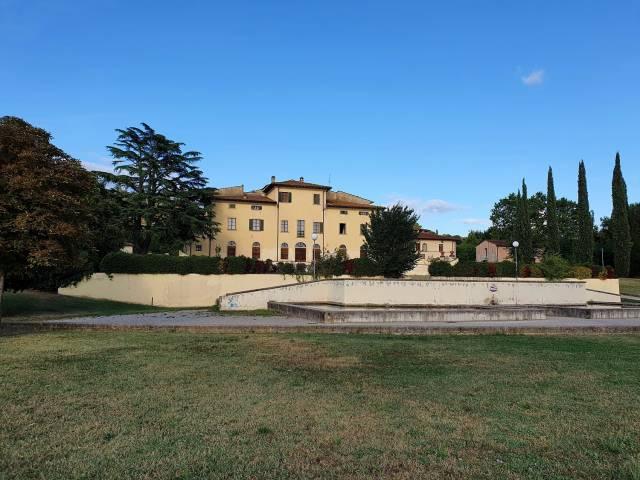 foto 2 - Villa Severi immersa nel suo parco.jpg