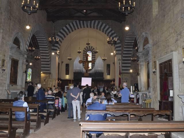 foto 2 Abbazia Poppi interno.jpg