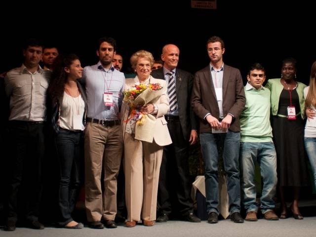 2011 Liliana Segre Centro Affari Arezzo con i giovani di Rondine.jpg