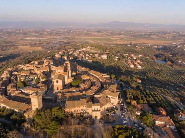 http___cdn.cnn.com_cnnnext_dam_assets_201208115355-italys-most-beautiful-towns---lucignano-4.jpg