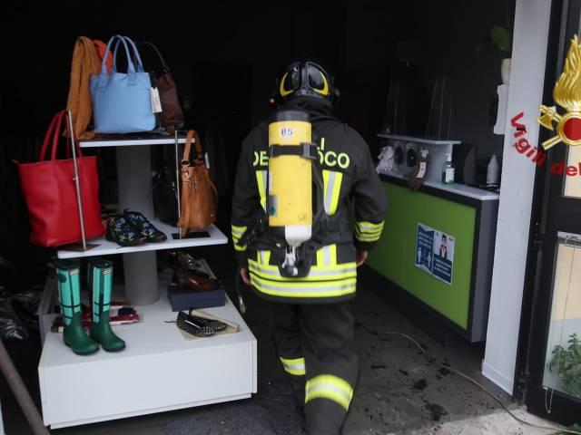 incendio_negozio Arezzo3.jpg