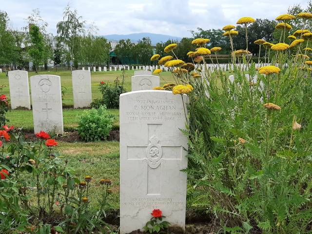 La tomba di Patrick Monaghan al Cimitero di Guerra di Indicatore 1.jpg