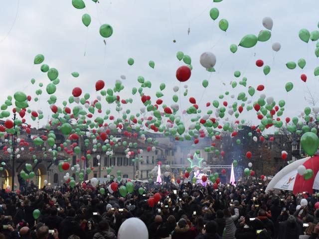Palloncini in piazza santagostino  (40).jpg