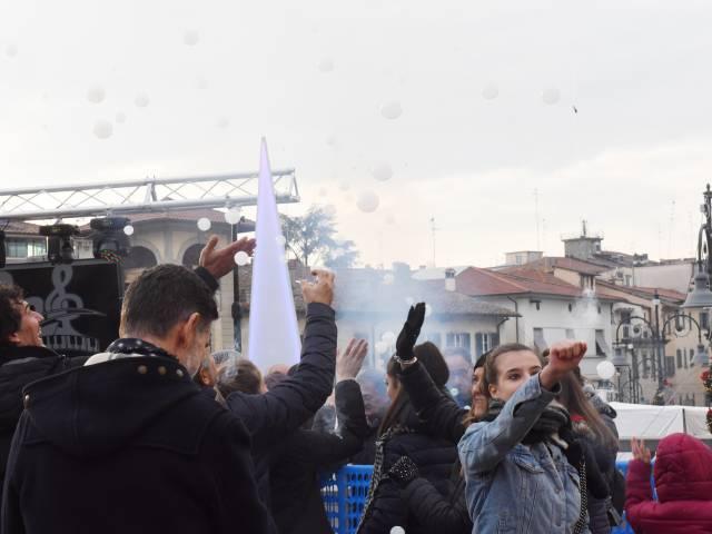 Palloncini in piazza santagostino  (7).jpg