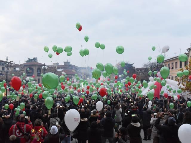 Palloncini in piazza santagostino  (36).jpg
