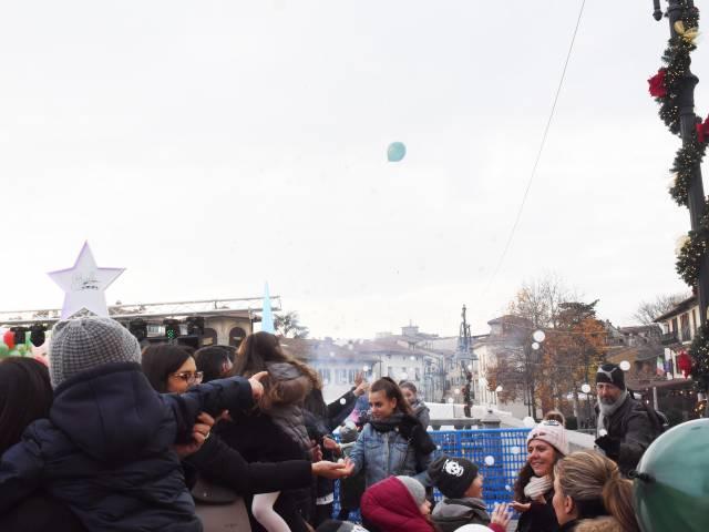 Palloncini in piazza santagostino  (9).jpg
