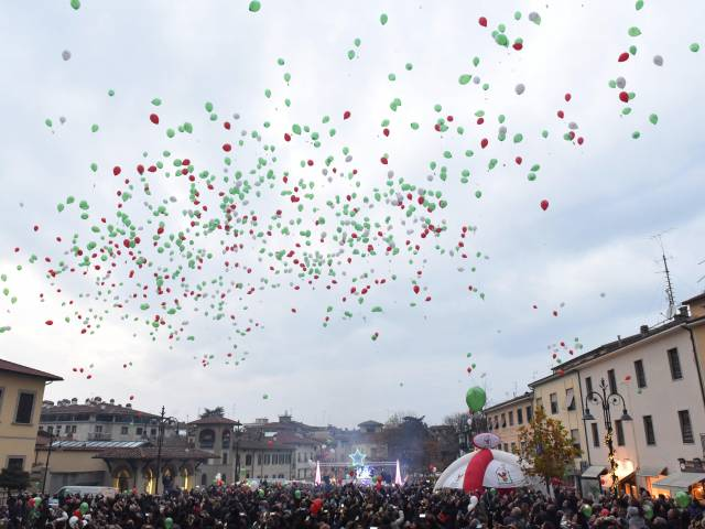 Palloncini in piazza santagostino  (45).jpg