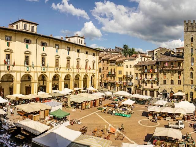 Fiera Antiquaria_Piazza Grande_Crediti_L.Prodezza.jpg