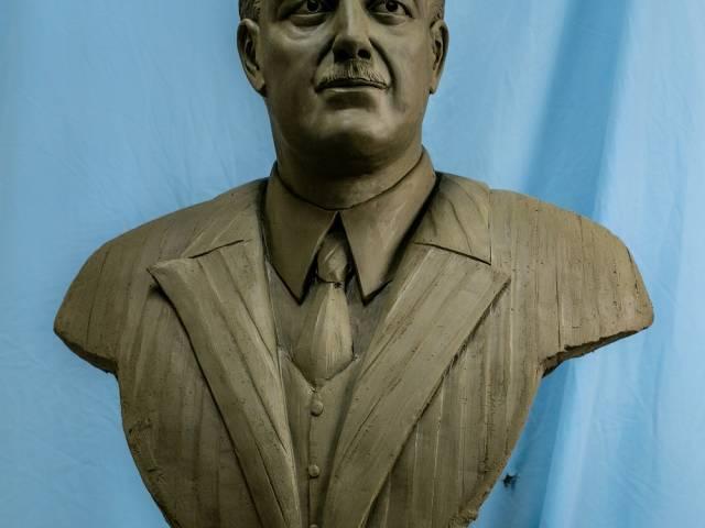 il modello in creta da cui è nata la scultura dedicata a Giannini.jpg