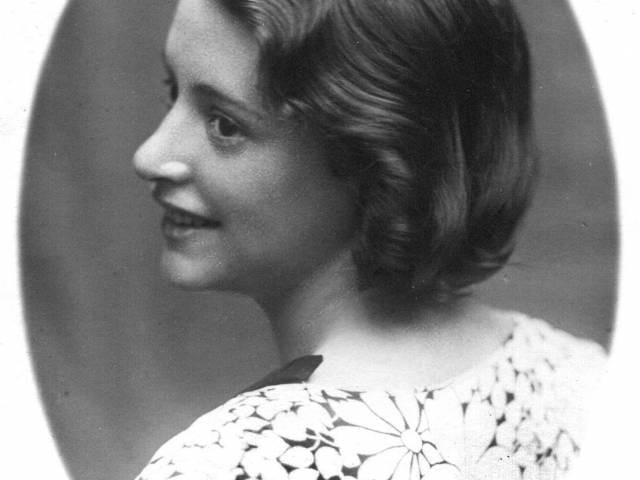 Camilla Restellini photographed by Giovanni in 1933.jpg